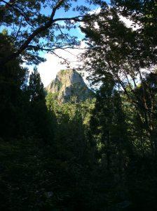 石山が見えた